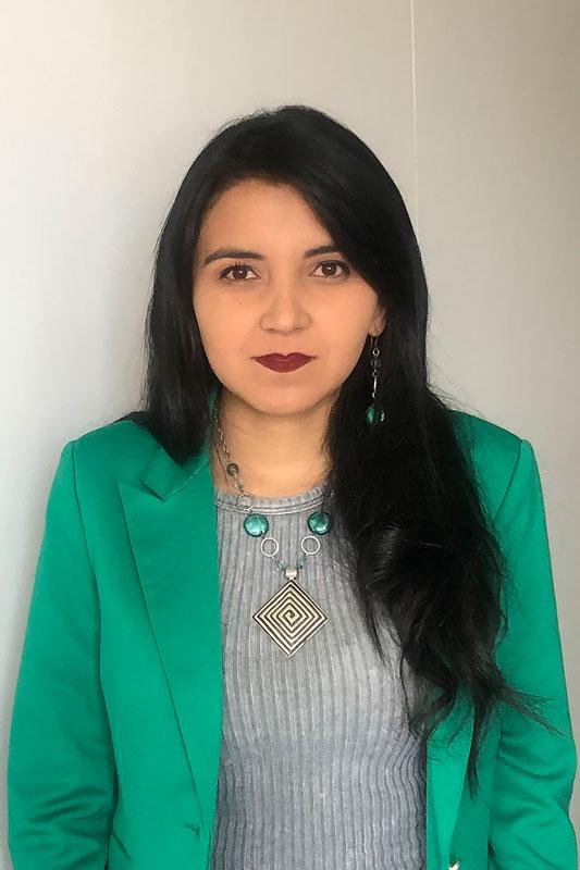 Me. Carolina León